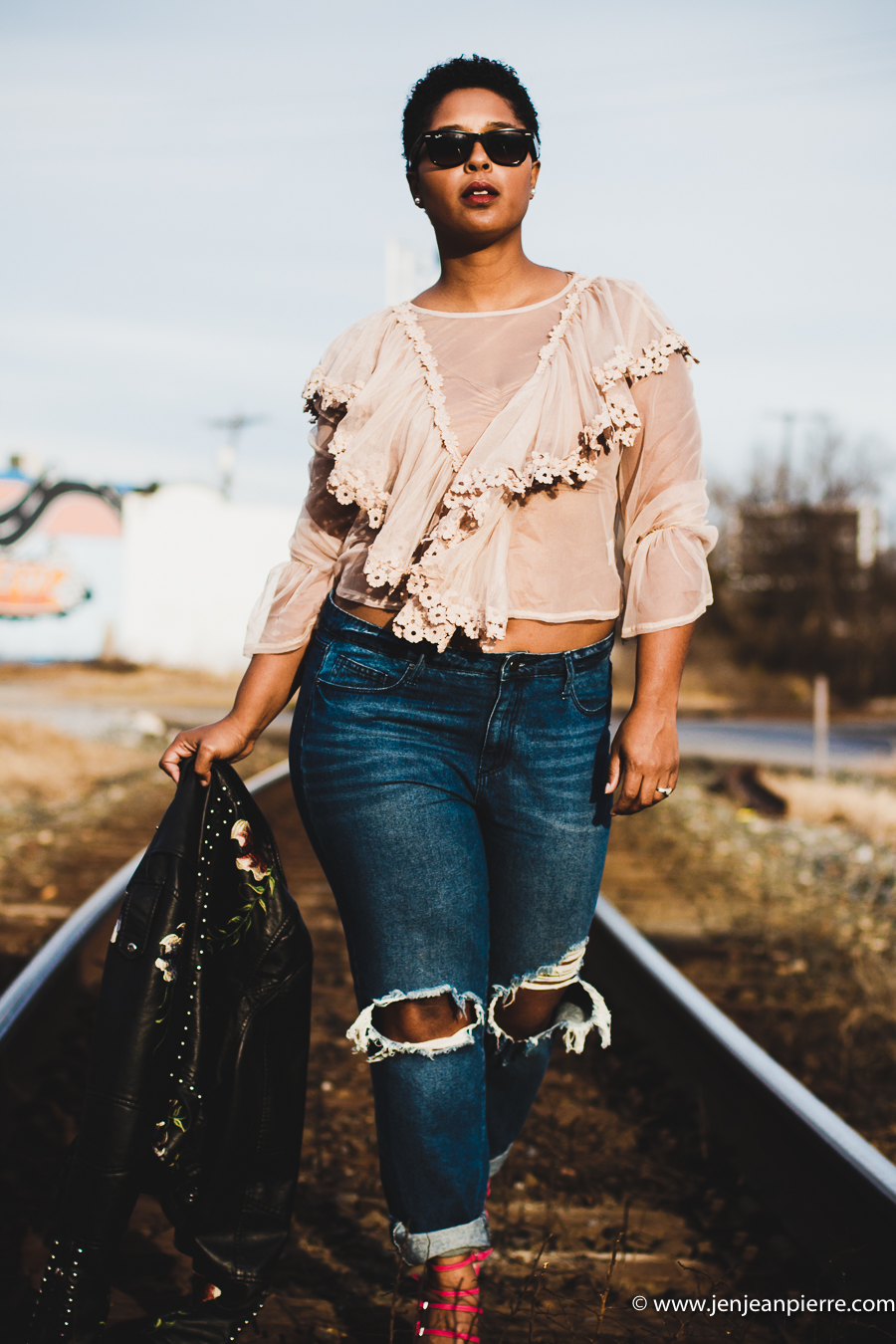 Top DC fashion blogger styling distressed jeans and lace top hot pink heels
