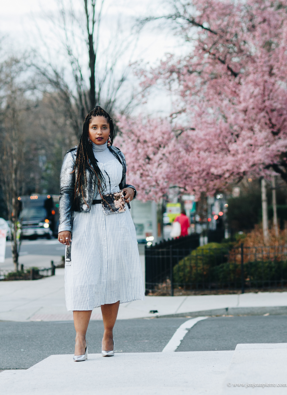 top washington dc blogger wearing monochromatic outfit silver metallic layering