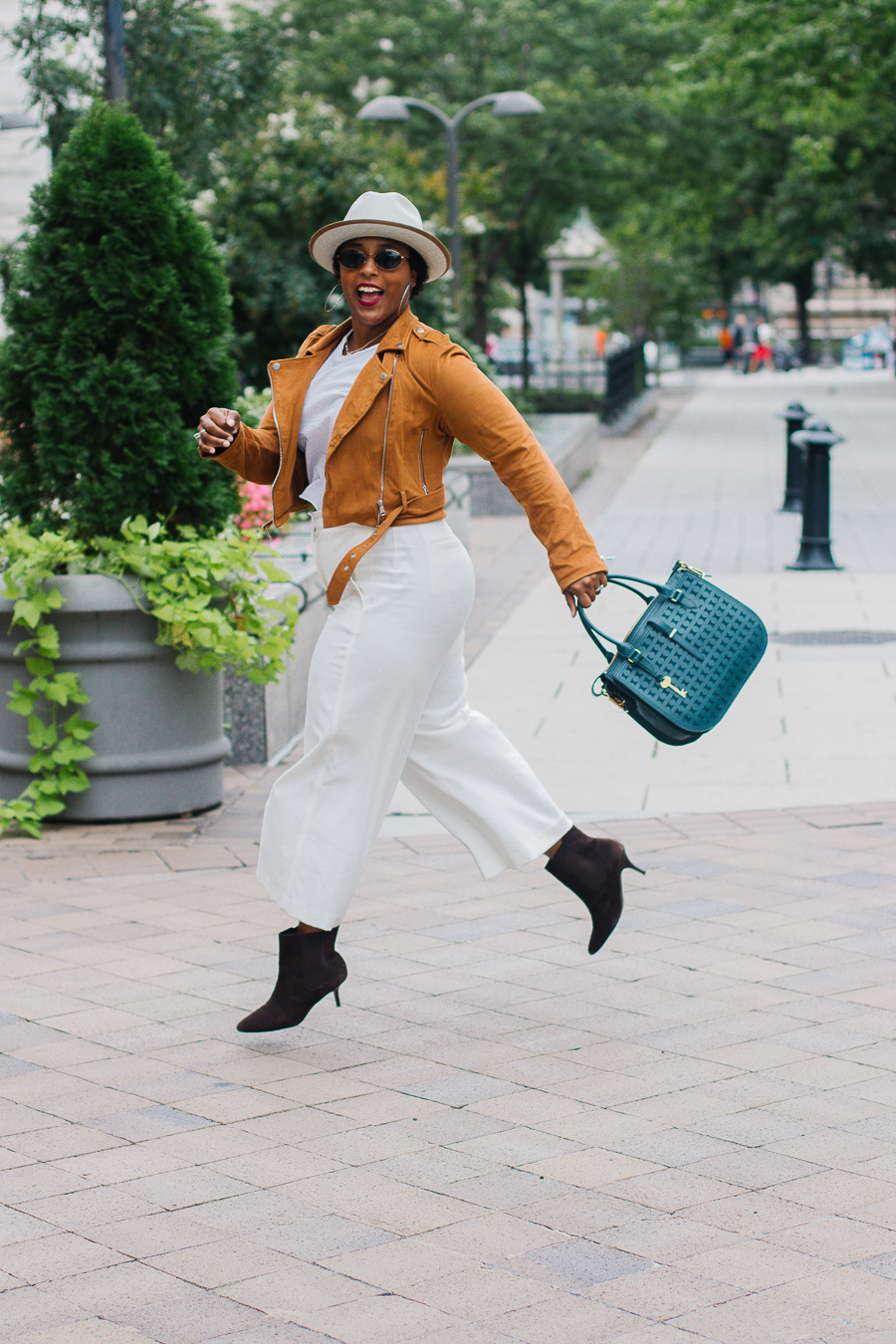 top washington dc style blogger fall style looks hat boots