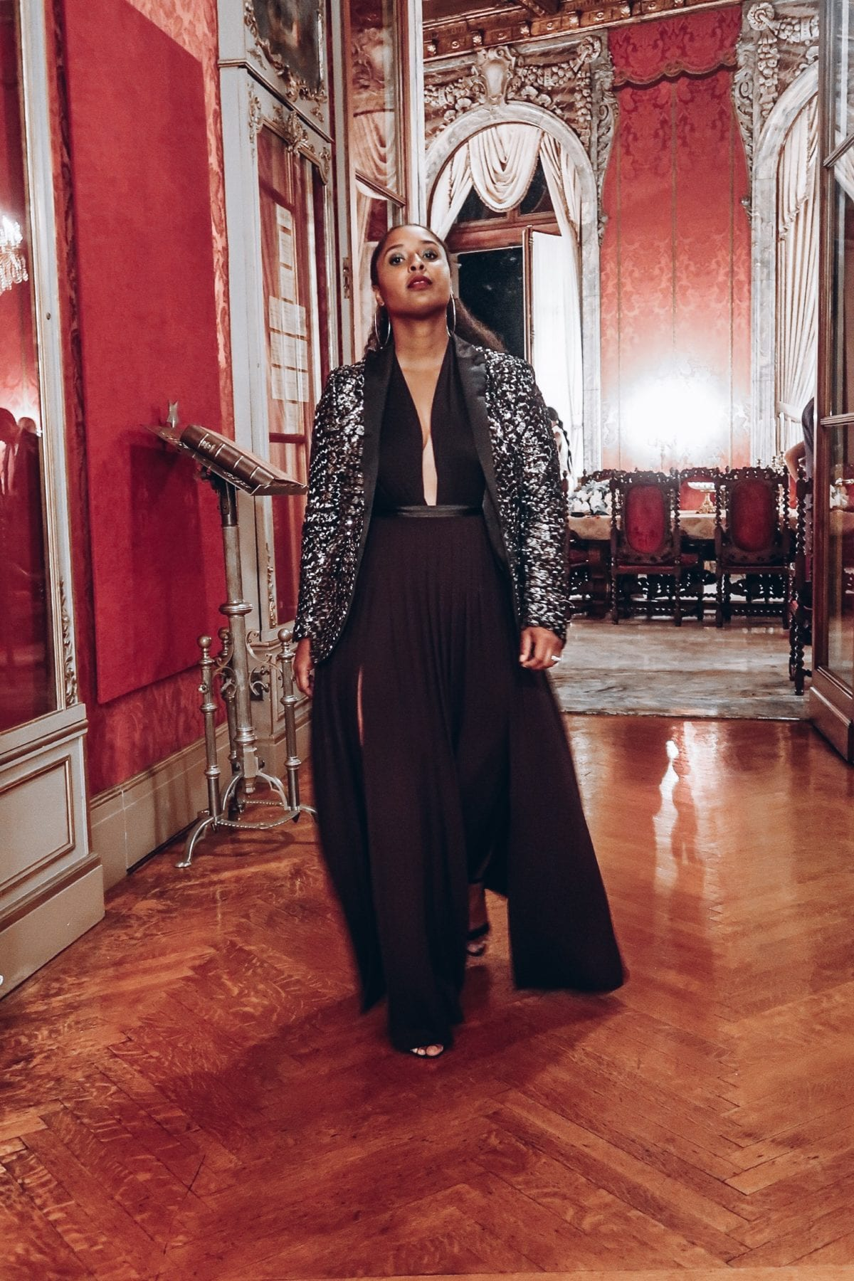 top washington dc blogger wearing a high slit black maxi skirt and black and grey sequin blazer for a night out at perry belmont house