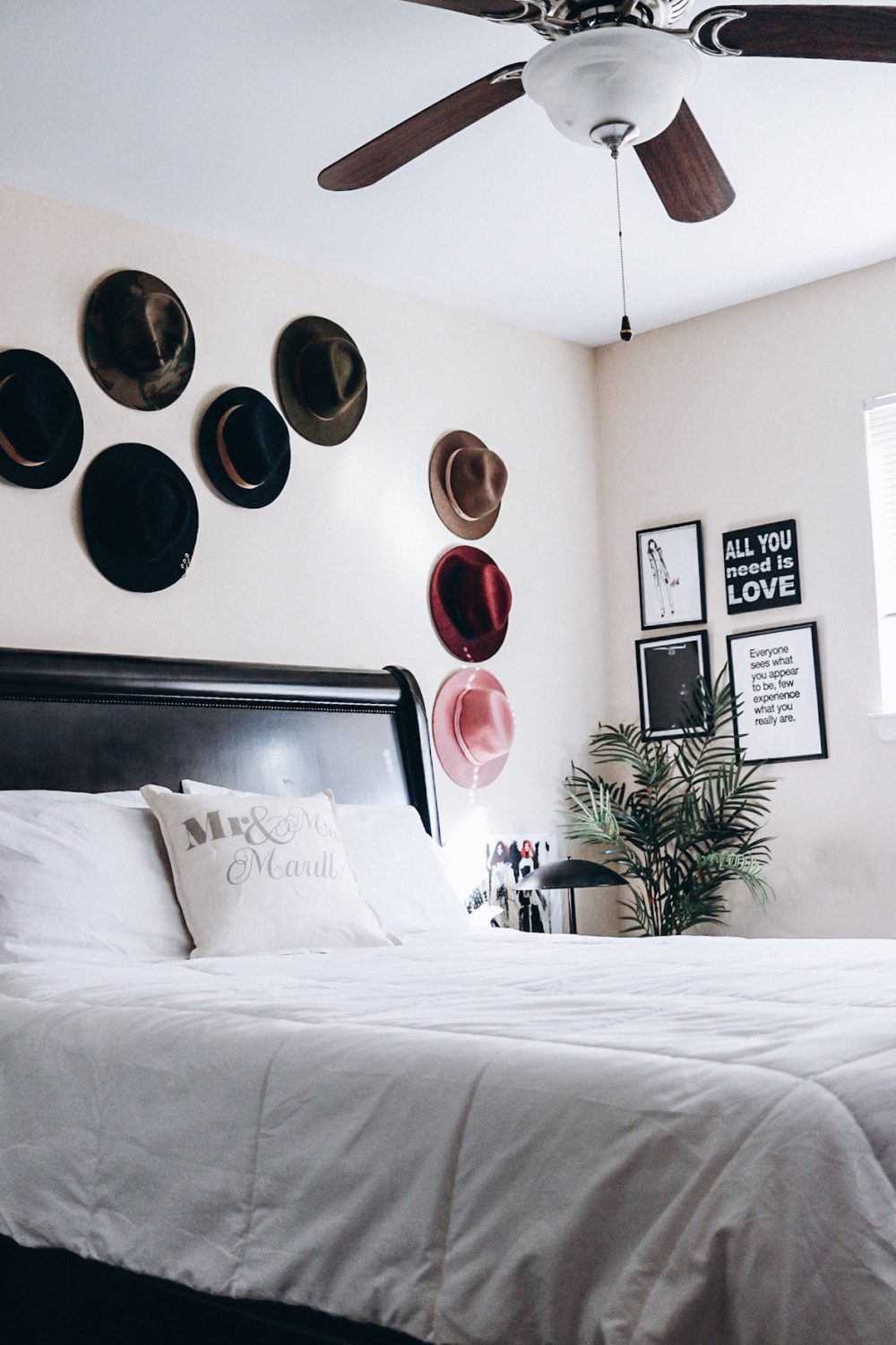 washington dc top blogger's bedroom with decor using wide brim hats as wall decor